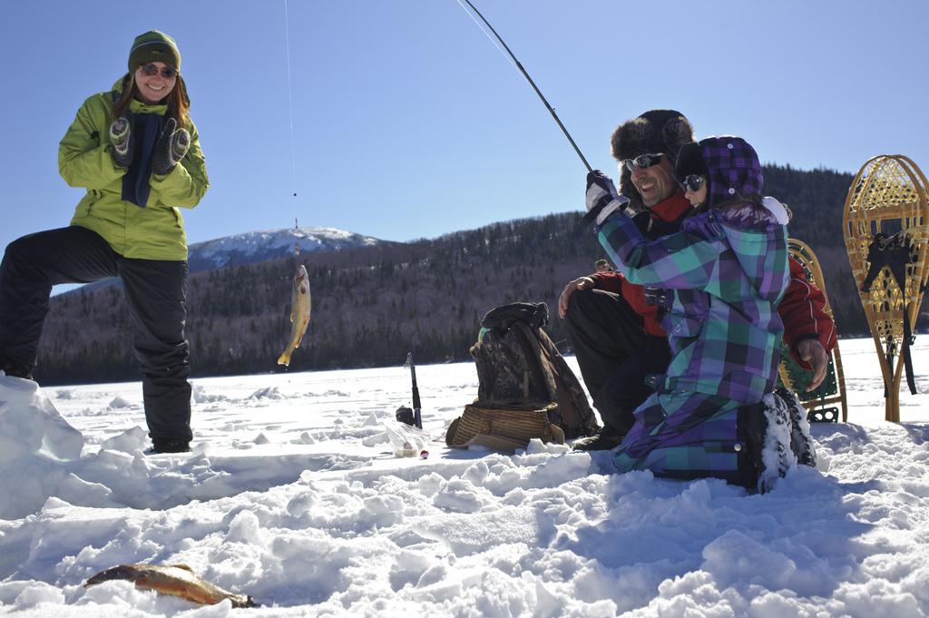 Зимняя рыбалка с семьей