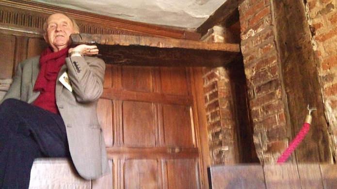 Вход в укрытие священника Хаврингтон-холл