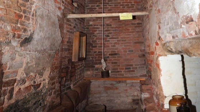 укрытие в Харвингтон-холле над хлебопечкой