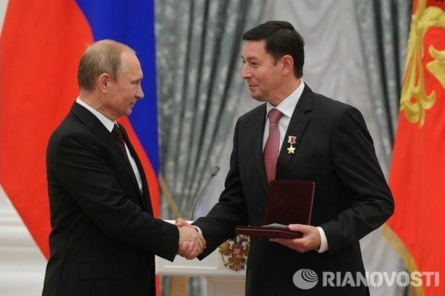 Летчик-космонавт Сергей Ревин с Путиным