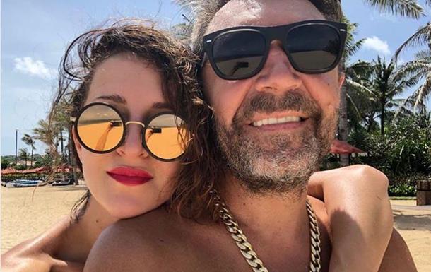 Сергей Шнуров официально развелся с женой Матильдой