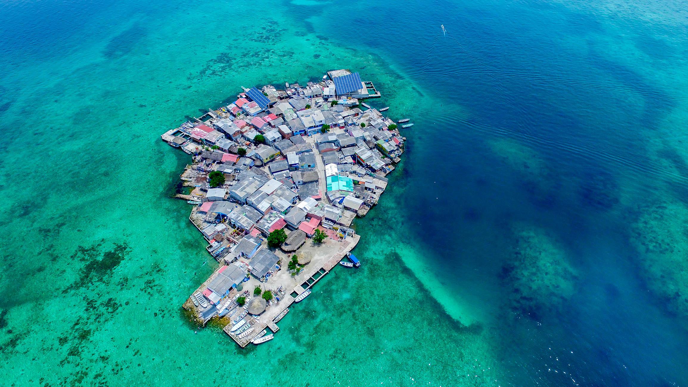 Санта Крус Дель Ислоте – самый густонаселенный остров