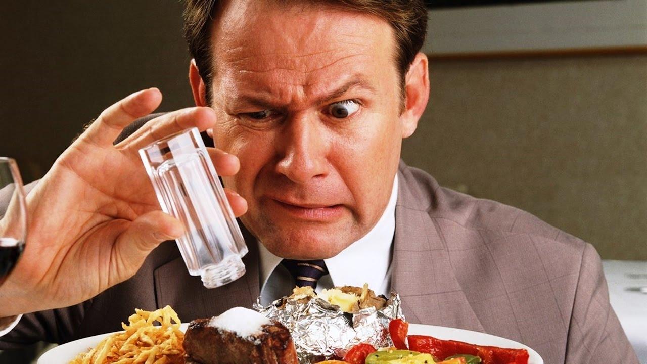 Почему соль заставляет людей переедать