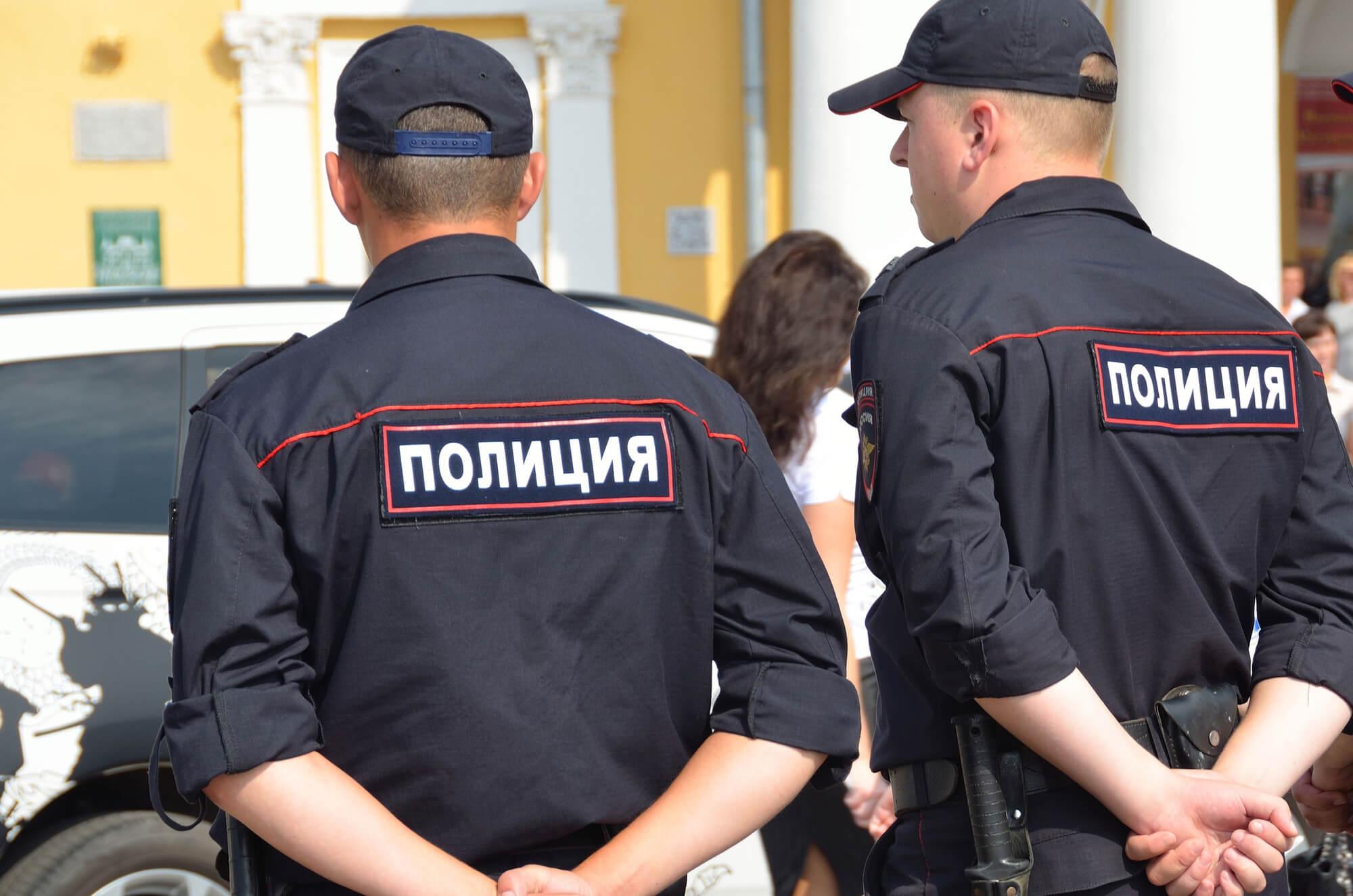 Полицейским разрешат проверять карманы граждан