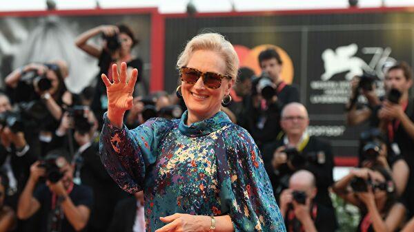 70-летняя Мерил Стрип появилась в Венеции в полупрозрачном платье