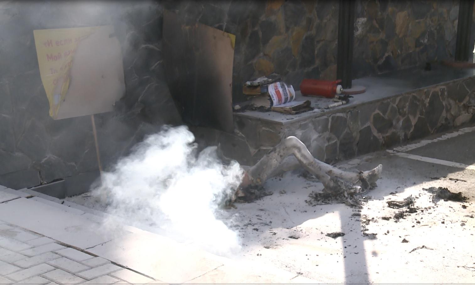 Житель Удмуртии поджег себя у здания Госсовета республики в Ижевске