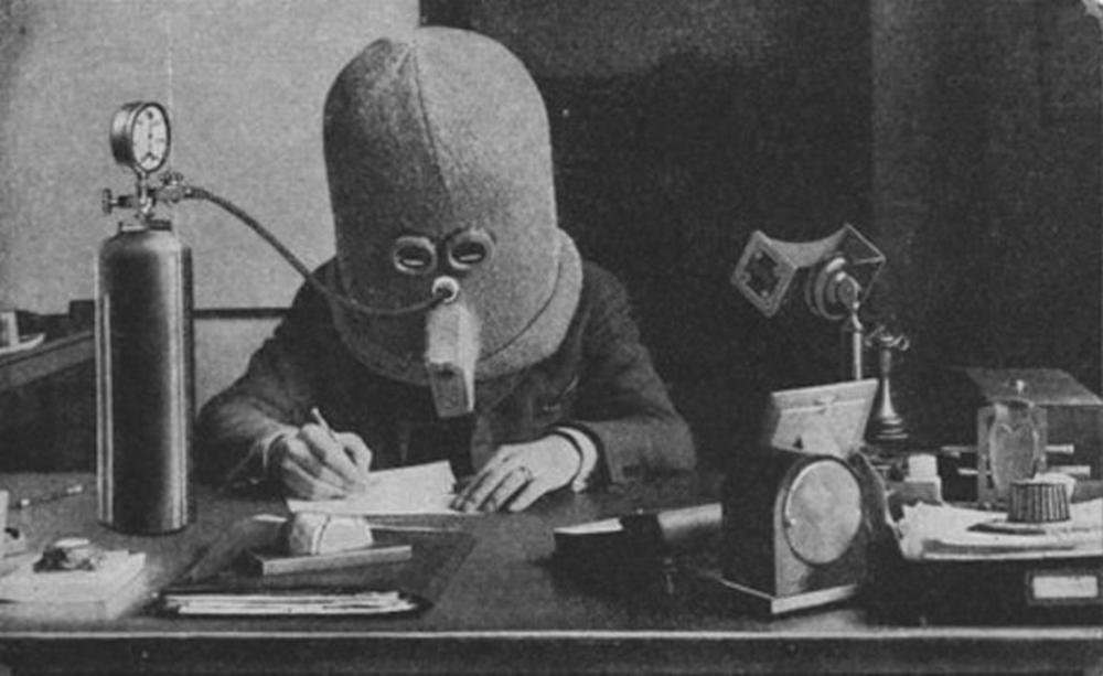 «Изолятор» — изобретённое в 1925 году Хьюго Гернсбеком устройство для концентрации внимания.