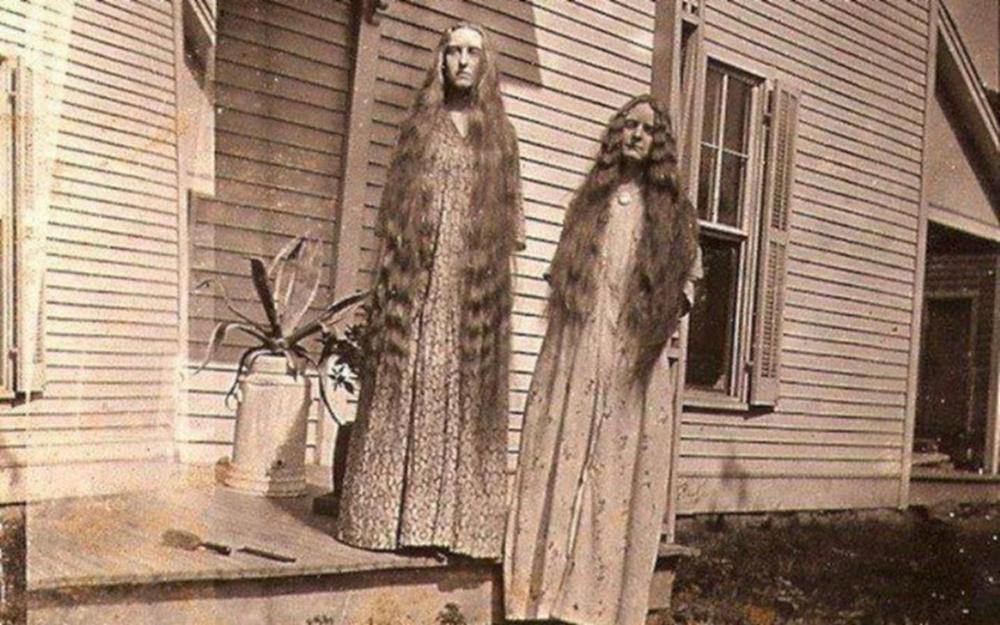 Сёстры-близняшки, которые управляли детским приютом для душевнобольных в начале XX века.