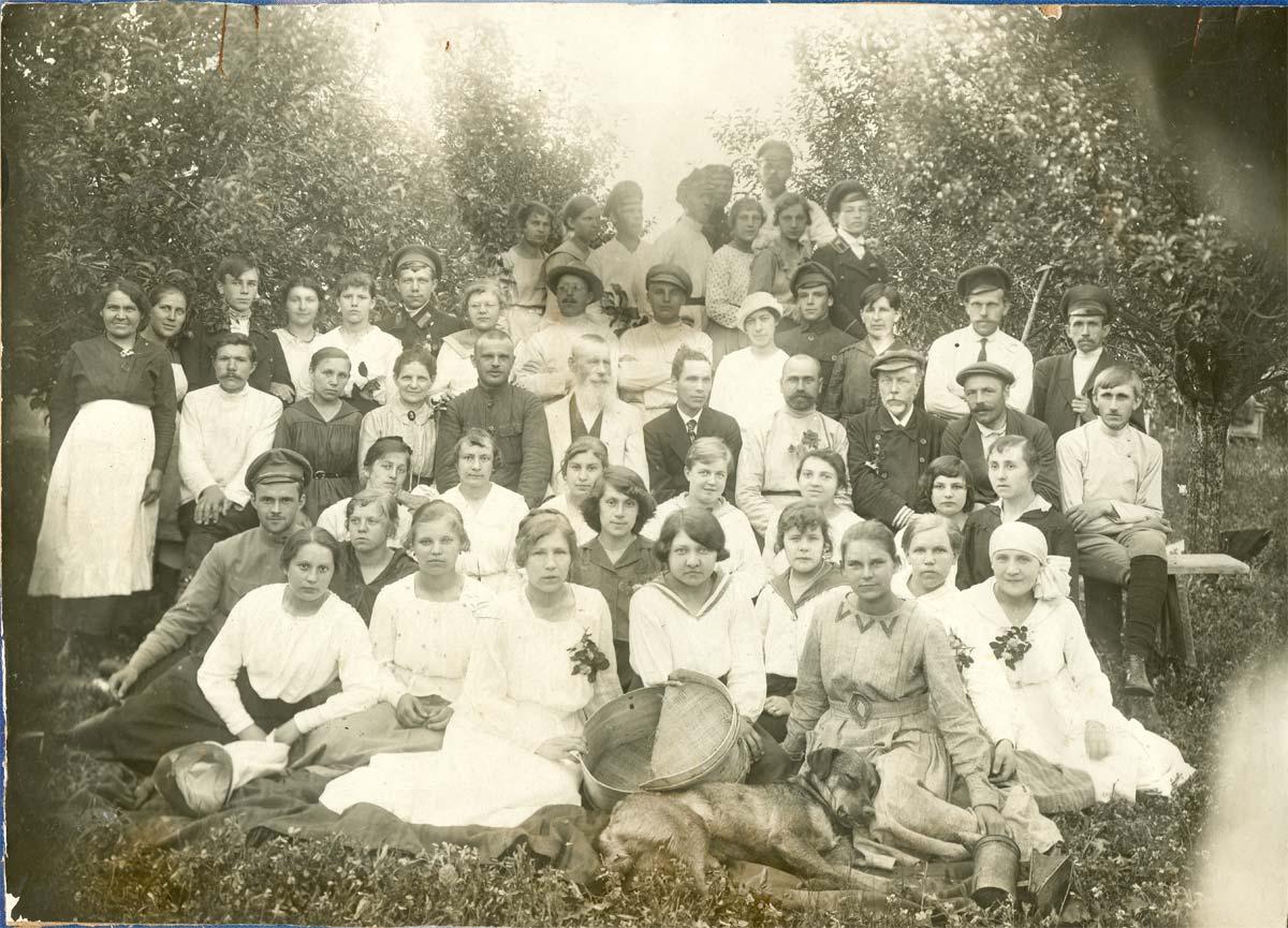 Выпускники школы в 1917 году