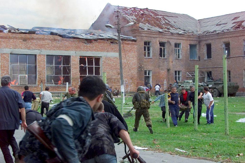 Беслан, Северная Осетия, Россия (335 погибших)